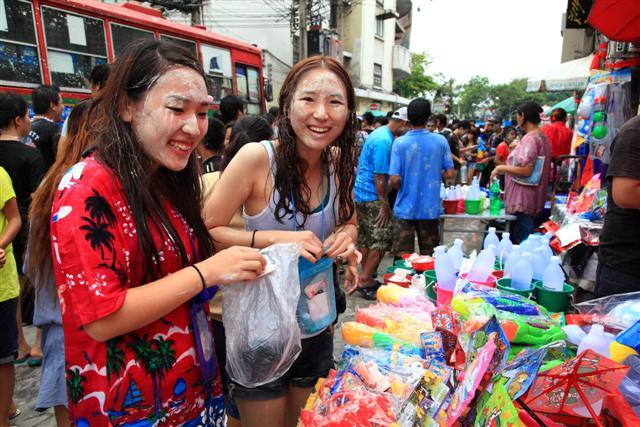 People buying water guns for Songkran Festival